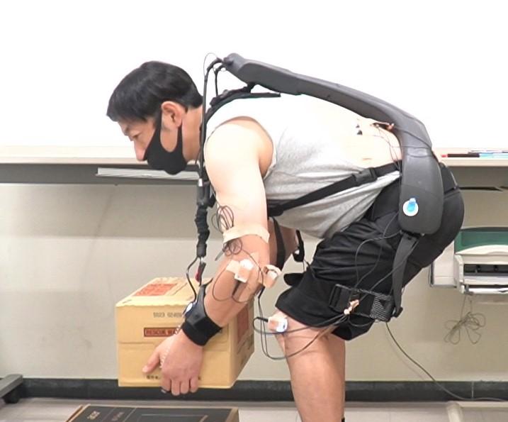ATOUN、着るロボットの効果の実証実験 物流現場で疲労度6割減。腕の負荷は65%減