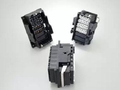 日本航空電子、産業機器向け角型多極一括嵌合コネクタ 配線と嵌合作業を効率化